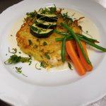 Forellenfilet im Röstimantel an weißer Martinisauce & gebrateren Zucchini
