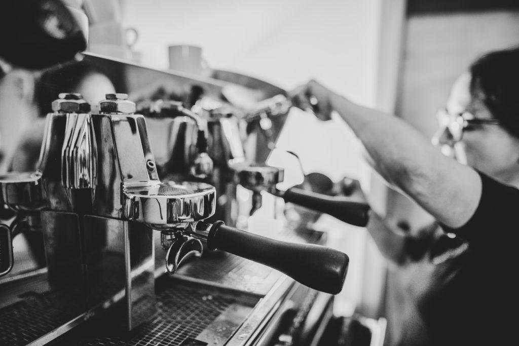 Lahnerstubn, Siebträger-Kaffeemaschine. Foto: Michaela Klose